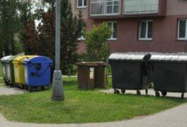 """Třídit odpad smí jen """"zdravé"""" domácnosti. Roušky vyhazujte do černé popelnice, ale v plastovém obalu"""